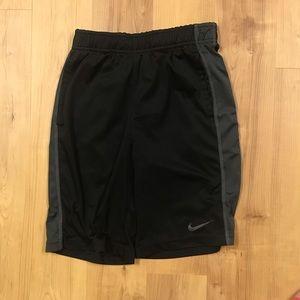 Boys Nike Basketball Shorts Size Medium